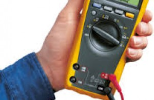 Nên mua đồng hồ đo điện vạn năng chỉ thị kim hay điện tử