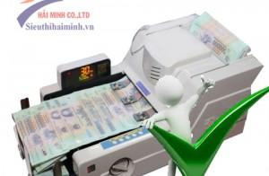 Máy đếm tiền có khả năng phát hiện tiền giả hay không?