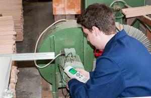 Máy đo độ rung PCE-VT 2800 | Đánh giá thiết bị đo độ rung cầm tay
