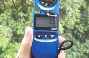 Để đo tốc độ gió nên sử dụng máy đo vi khí hậu nào tốt?