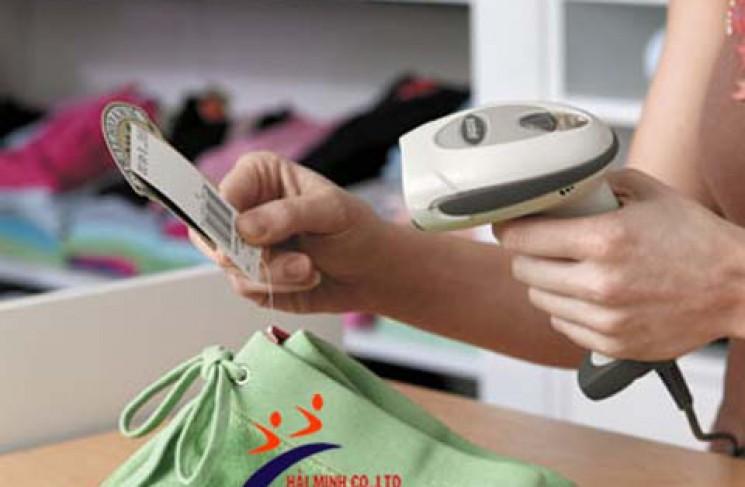 Shop quần áo nên dùng máy quét mã vạch nào ?