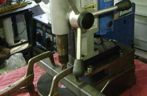 Cách sử dụng máy khoan từ trên inox