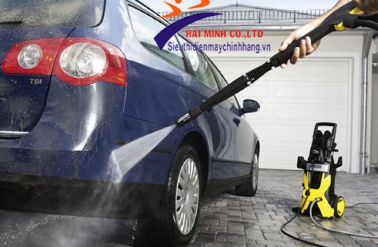 Làm thế nào để làm sạch xe với máy phun áp lực