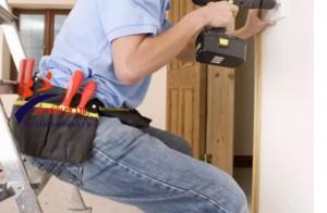 Thang an toàn cho công việc điện